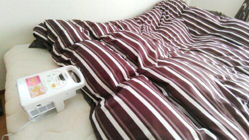 作動中の布団乾燥機